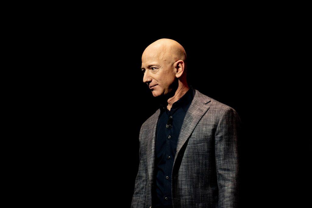Jeff_Bezos_Unveils_Blue_Origin_Lunar_Lander